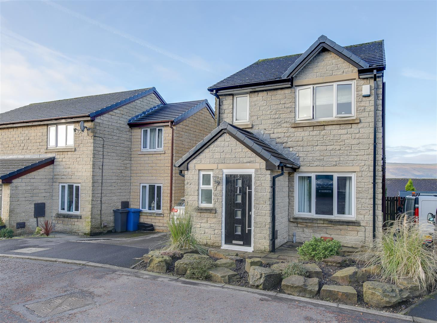 3 Bedrooms Detached House for sale in Crofters Bank, Loveclough, Rossendale